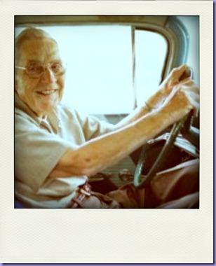 Old-Man-Driving-300x198-pola